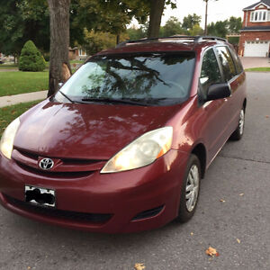 2007 Toyota Sienna LE 8 Passenger. Low km, Clean, No accident