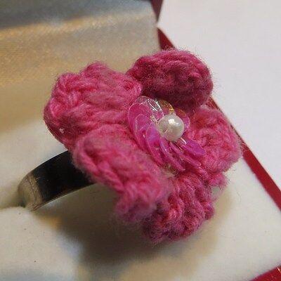 Bague plaquée argent avec fleur rose en tissu