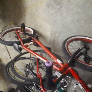 BMX rouge stolen
