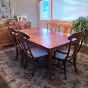 Dining Room Set - 9 Pieces