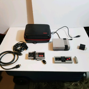 Nintendo mini Nes Classic - Two Controller's- Hard Shell Case