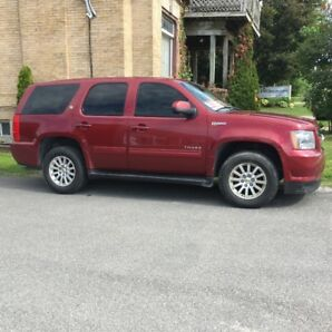 2010 Chev Tahoe Hybrid - Beautiful condition!