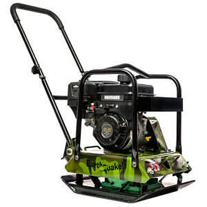 NEW PLATE COMPACTOR C/W 6.5HP BRIGGS AND STRATTON ENGINE.
