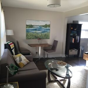 Charming & Cozy 2 Bedroom in House Port Credit Lakeshore