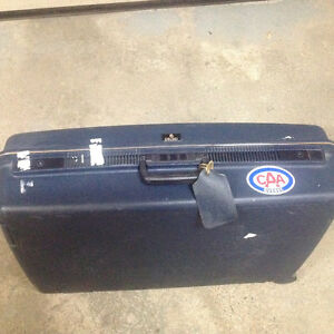 Luggage Delsey Hard Case with 2 castors.