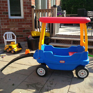 Little tikes wagon - with table and canopy