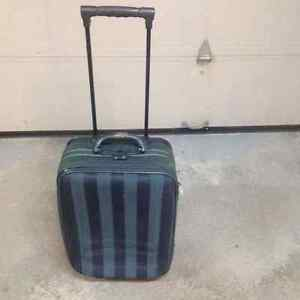Luggage Carry On Sonada with pull out handle & castors. West Island Greater Montréal image 2