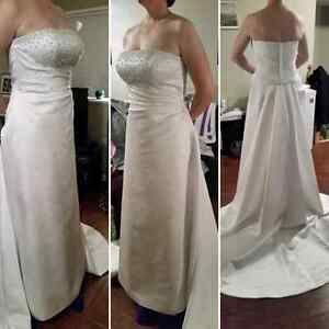 Brand New wedding dress Size 14 for a size 12 person