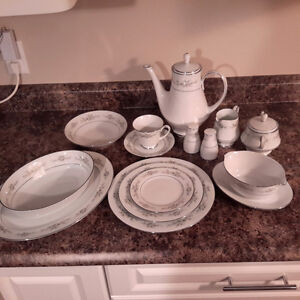 "Noritake ""Melissa"" China dishes"