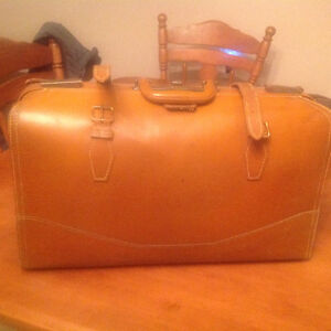 Vintage leather briefcase/luggage