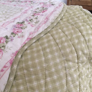 Beautiful Girl bed set West Island Greater Montréal image 6
