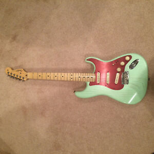 Fender USA Stratocaster Rustic Ash Surf Green