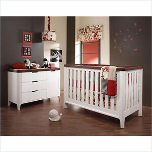 Piccolo Crib and Dresser/Change Table combo