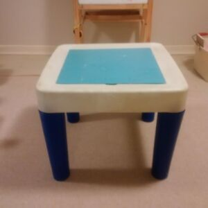Children's art and/or water play table