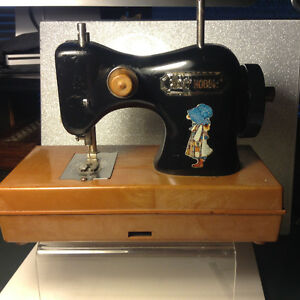 Toy Sewing Machine Holly Hobby Plastic