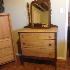 Commodes style antique