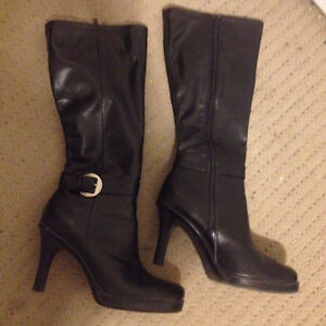 7.5M boots black or brown - 3 pairs