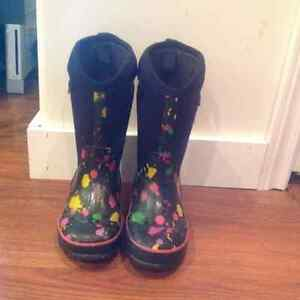 Girls Bogs winter boots Size 13
