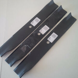 91046 lawnmower blades for sale. (Fits John Deere)