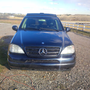 2000 Mercedes-Benz M-Class 320 SUV, Crossover