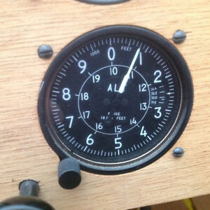 AIRCRAFT ALTIMETER FOR SALE IN GREAT CONDITION