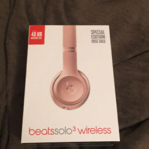 BRAND NEW BEATS Solo 3 Wireless Headphones in Rose Gold Color
