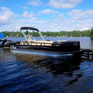 25 foot Bentley pontoon