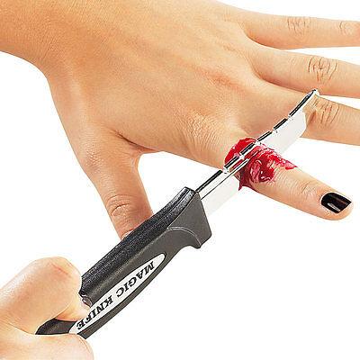 Trickmesser mit Blut