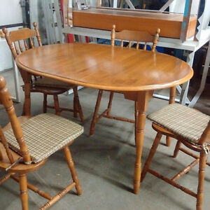 Dining Table w/ Leaf & 4 Chairs Kitchener / Waterloo Kitchener Area image 1