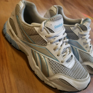 Size 8 womans Reeboks runners