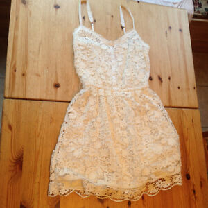 Whitw lace Hollister dress