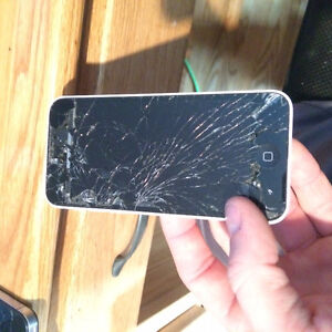 2 CRACKED SCREEN IPHONES BOTH TURN ON
