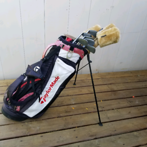Women's Right Hand Golf Club Set w/ Taylormade Bag