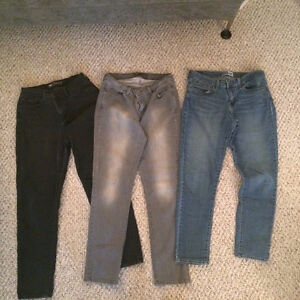Womens size 8 & 10 Levis & Old Navy Jeans