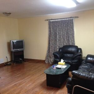 LARGE FURNISHED SIX BED ROOM HOME IN PORT HOPE -FOR CONTRACTORS Peterborough Peterborough Area image 2