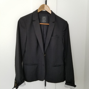 Black ARITZIA  blazer and blouses