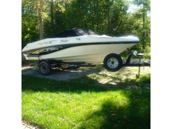 2001 Rinker Boat Co Captiva 192 Special Addition