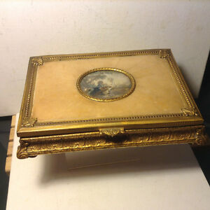 VINTAGE MADE ITALIAN GOLD GILT FLORENTINE BOX