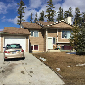 Tumbler Ridge BC nice clean house with garage to rent