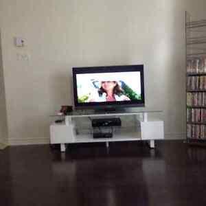 Beau meuble de téléviseur à vendre rapidement!