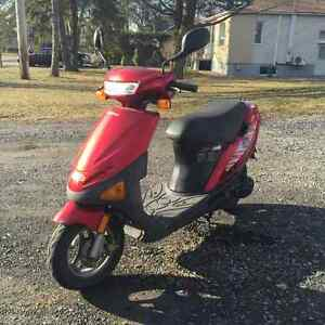 Scooter for sale! Cyclomoteur à vendre!