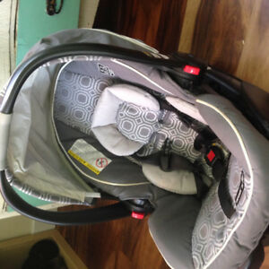 Graco snug ride 35 click connect infant car seat like new