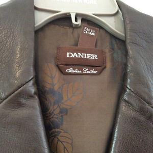 Danier fitted leather jacket Cambridge Kitchener Area image 4