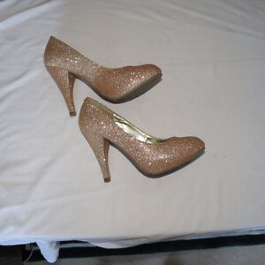 Women's gold sparkly shoes, size 5