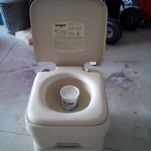 Sealand 960 Portable Toilet used Kawartha Lakes Peterborough Area image 2
