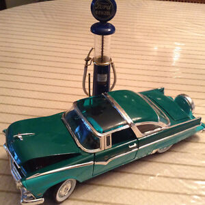 FOR  SALE:   1955  FORD CROWN VICTORIA GLASS TOP DIECAST CAR