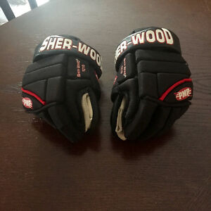 "Size 8 SHER-WOOD 1210 PMP 10"" Hockey Gloves"