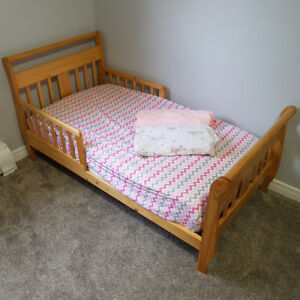 wood sleigh toddler bed complete with mattress & extras