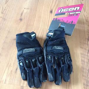 Brand new motorcycle gloves Kingston Kingston Area image 1