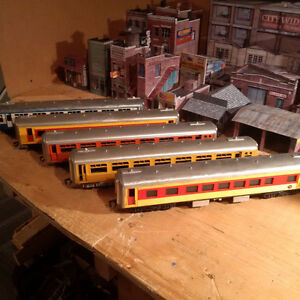 Lionel Style - Set of 5 Passenger cars All Plastic - O Scale